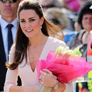 Kate Middleton: Alexander McQueen Pembe Bluz