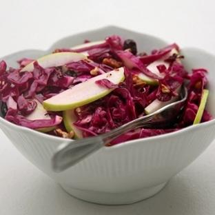 Kırmızı Lahana, Kızılcık ve Elma Salatası
