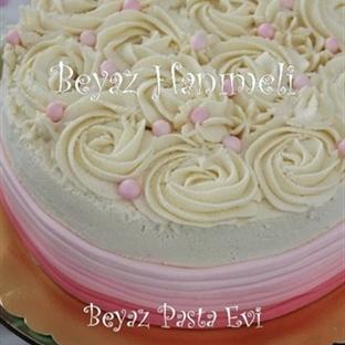 Krema güllü doğum günü pastası