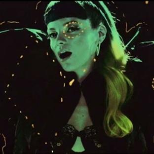 Lily Allen'dan Klip : Shezus