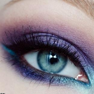 Menekşe moru göz makyajı