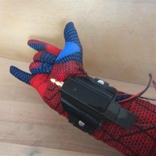 Örümcek Adamın Ağ Atma Makinesi Yapıldı