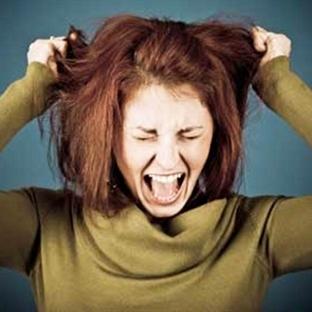 Stres çocuklara, saçını başını yolduruyor