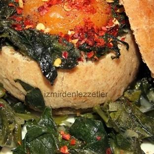 Tombik Ekmekte Ispanaklı Yumurta