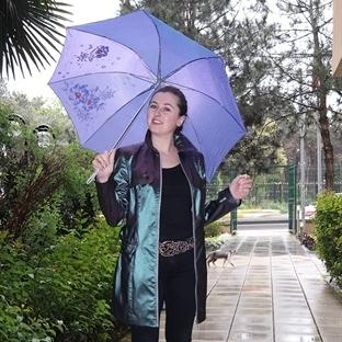 Yağmurlu bahar günlerinde nasıl kombin yapılmalı?