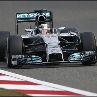 Yağmurlu Çin GP Sıralamalarında Pole Hamilton'un