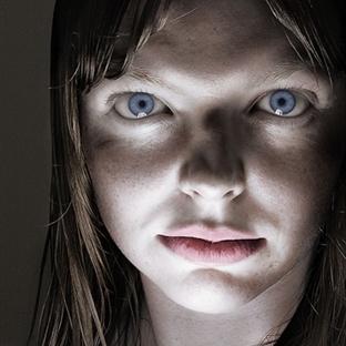 Yüzün Farklı Işıkta Farklı Şekiller Alması