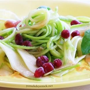 Zeytinyağlı Taze Kabak Salatası