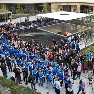 Zorlu Center'da Apple Store izdihamı