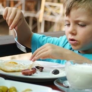 Ailenin tutumu çocukların beslenmesini etkiliyor