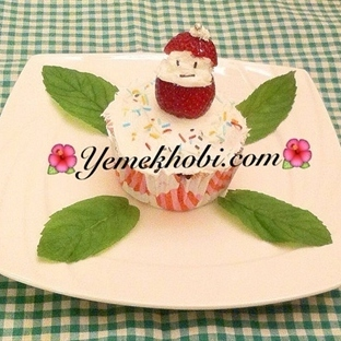 Çilekli kakaolu Cupcake
