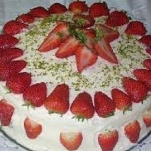 çilekli yaş pasta tarifi