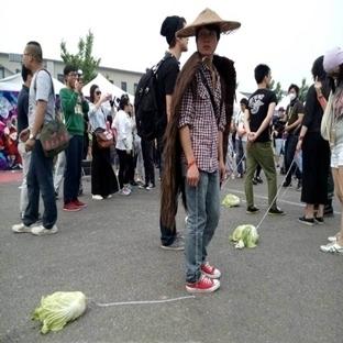 Çin' de Yeni Trend Marul Gezdirmek