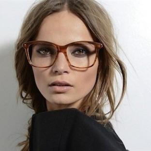Gözlüklü Kadınlar Nasıl Makyaj Yapmalılar?   Devam