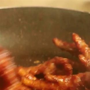 Güney Koreliler Tavuk Ayağı yerse...