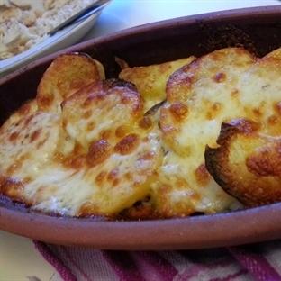 Güveçte kaşarlı patates