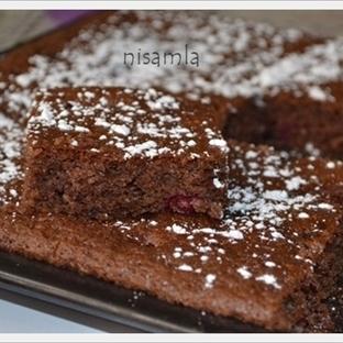 Kakaolu Vişneli Damla Çikolatalı Kek