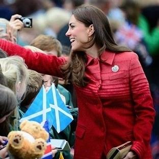 Kate Middleton: Jonathan Saunders Athena Manto