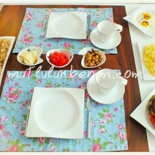 Mavi Çiçekli Servislerimle Kahvaltı