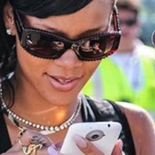 Rihanna'nın Kırık Telefonu Rekor Ücrete Satıldı