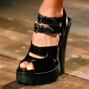 Trend: Prada Zip-Front Sandalet