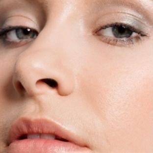 Yanlış kozmetikler sivilce yapabilir