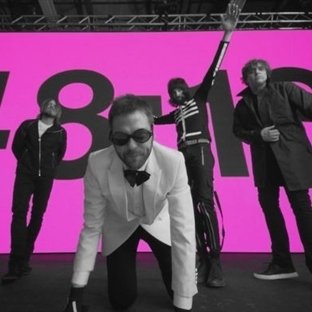 "Yeni Video: Kasabian ""eez-eh"""