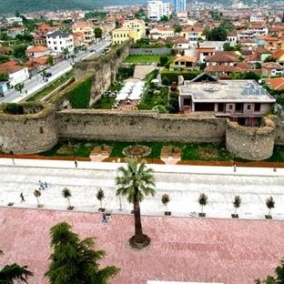 Arnavutluk'ta bir şehir, bir kale:Elbasan -Vizesiz