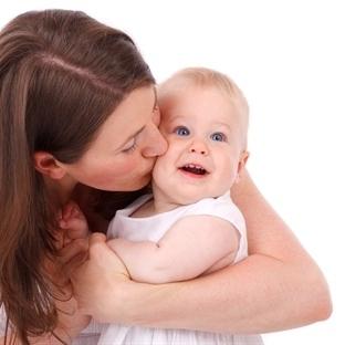 Bebeğin zekası dille gelişiyor