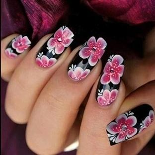 Çiçek Desenli Tırnaklar (Nail Art Modası)