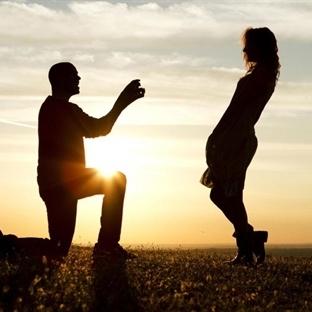 Evlenme Teklifi Etmeyen Erkeği Dize Getirmek