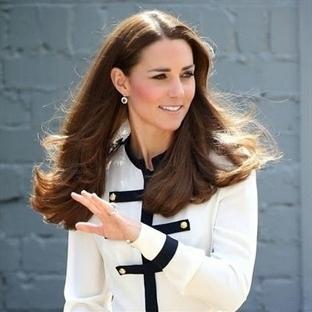 Kate Middleton: Alexander McQueen Bluz ve Etek