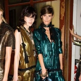 Metalik trendi sokak modasını ele geçirdi!