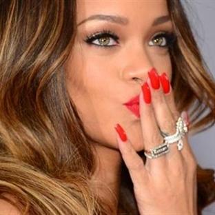 """Rihanna'nın Zayıflama Sırları """"Röportaj"""""""
