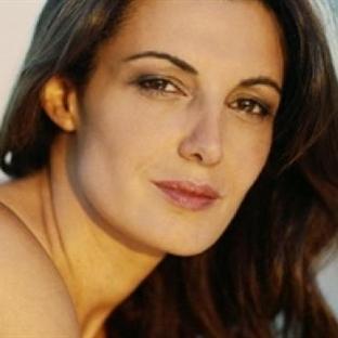 Aşk Şarkılarının Kadını; Monica Molina