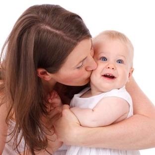 Batıdaki birçok çocuğun ebeveyne olan bağı yetersi