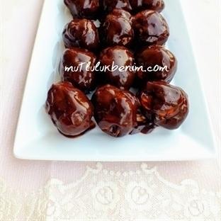 Bol Çikolata Soslu Profiterol Tarifi