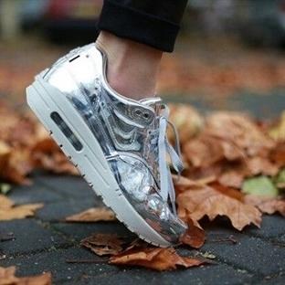 Parlak ayakkabılar çok moda!