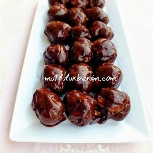 Çikolata Soslu Profiterol Tarifi