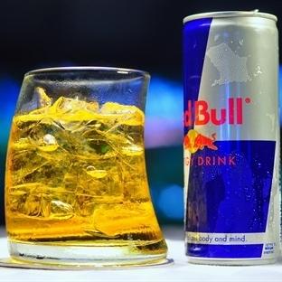 Enerji İçeceği ve Alkol Tüketmek Alkolü Arttırıyor