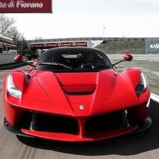 Ferrari İlk Hibrit Otomobili ile Yollara Çıktı.