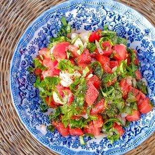 Fesleğenli domates salatası