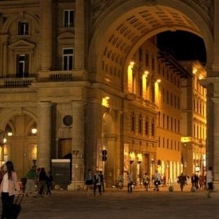 Floransa Piazza Della Repubblica Meydanı