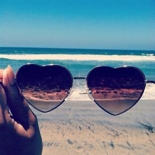 Güneş Gözlüğü ile Duygularınızı saklayın.