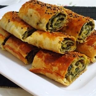 Ispanaklı Rulo Tepsi Böreği Tarifi