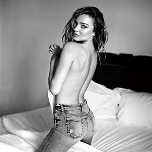 Miranda Kerr'in Üstsüz Fotoğraf Çekimi