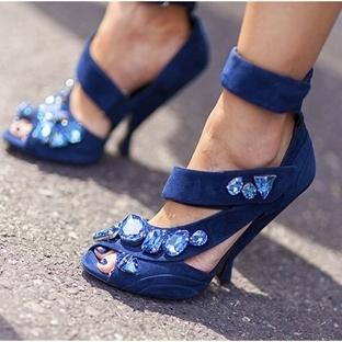 Moda: Mavi Ayakkabı