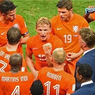 Pozitif Anlamda Alternatif Bir Hollanda Yorumu …