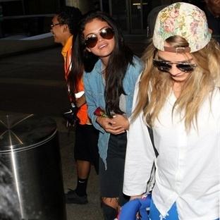 Selena Gomez ve Cara Delevingne'ın Fransa Dönüşü