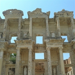 Yüzyıllara Meydan Okuyan Kent: Efes